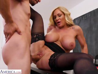 Ozeex big ass big tits blonde