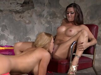Ozeex big tits blonde brunette