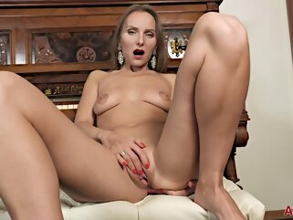 Ozeex hd mature solo female